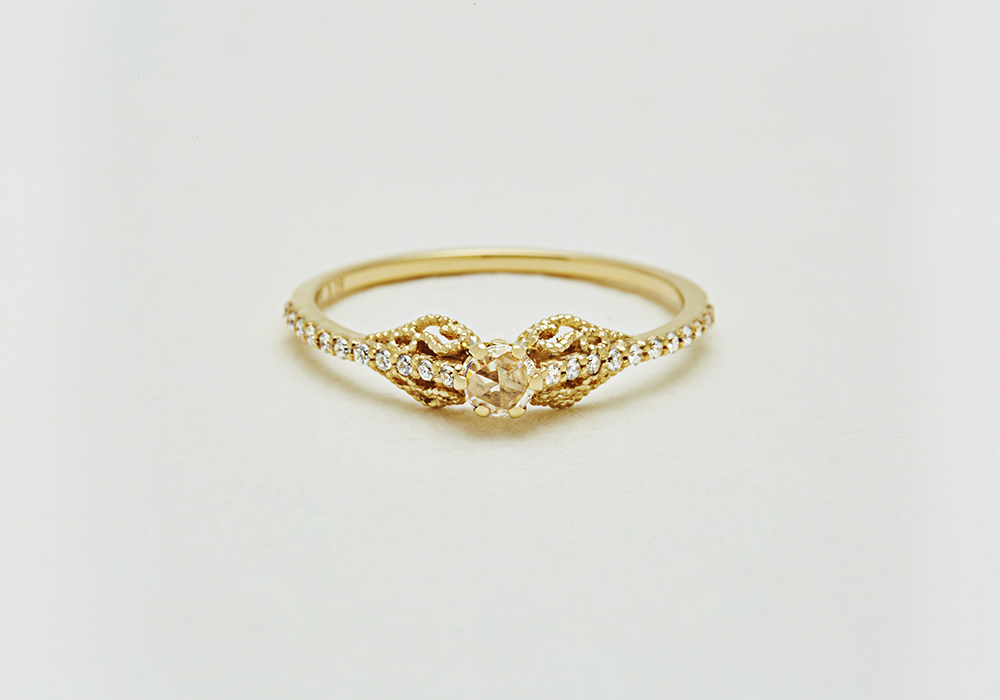 "Engagement ring-E-001〔 Ivy Diamond Ring 〕"" Among many flowers and trees and plants. "" /K18YG 270,000~"