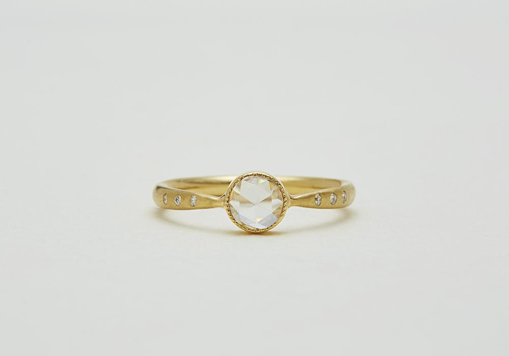 """Engagement ring-E-008〔 Seven Diamonds Ring 〕"""" Seven's luck for two. """" /K18YG 220,000~"""